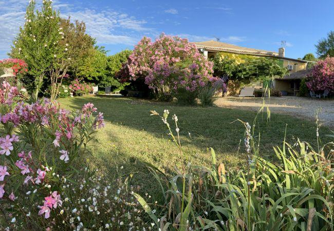 Appartement à Gargas - APPARTEMENT L'HORTENSIA climatisé et Jardin privé
